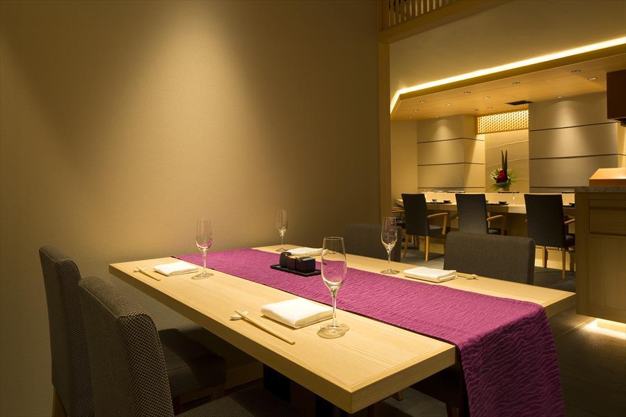 デート向き【テーブル席の半個室 牡丹・蓮 】|個室・歓送迎会|レンブラントホテル東京町田【公式】