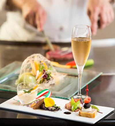 【鉄板焼 ディナー】<br />カウンター席ならではの臨場感!<br />最上階で味わうステーキディナー