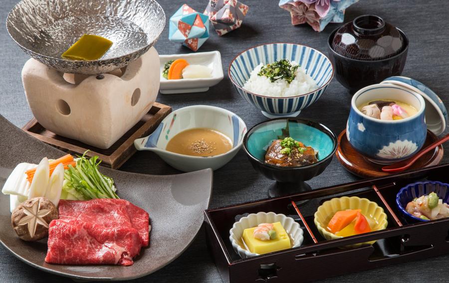 【おすすめ!季節の贅沢ランチ】<br />『おおいた和牛しゃぶ御膳とすき煮御膳』<br /> 3,800円