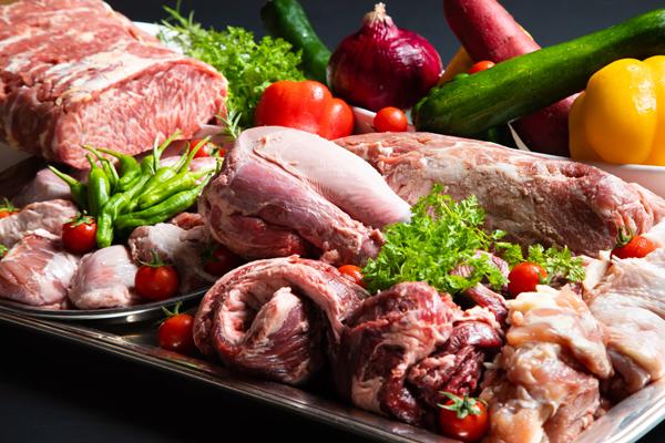 8月バイキングプラン<br>お肉の祭典!!<br>シェフが手がけるメニュー♪